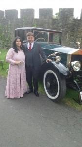 Tejas V Shah con su esposa