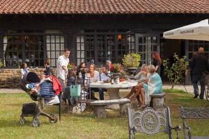 Gastronomía en los jardines interiores