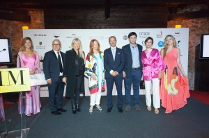 Flanqueados por las modelos, Lirone, Mercedes D, Mercedes L, Koldo Marcilla, Patricigo G.Careaga, María L.Tapia