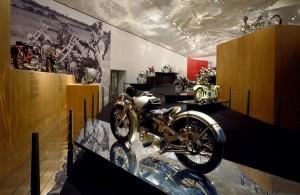 20-anos-guggenheim-bilbao-exposicion-mas-visitada-el-arte-de-la-motocicleta-01