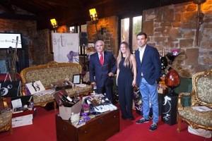 Jaime con Virginia y Jorge en la Sala de Música